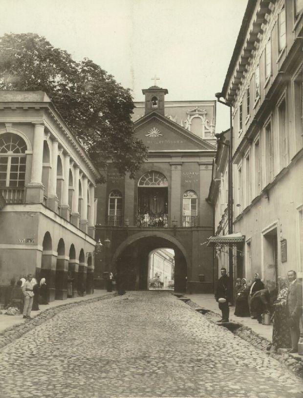History_Ausros_vartai_1904