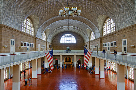 440px-ellis_island_-_great_hall