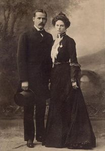 440px-Sundance_Kid_and_wife-clean