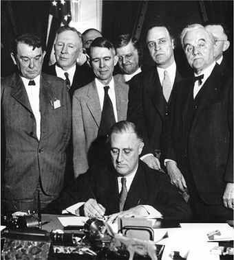 340px-Roosevelt_signing_TVA_Act_(1933)